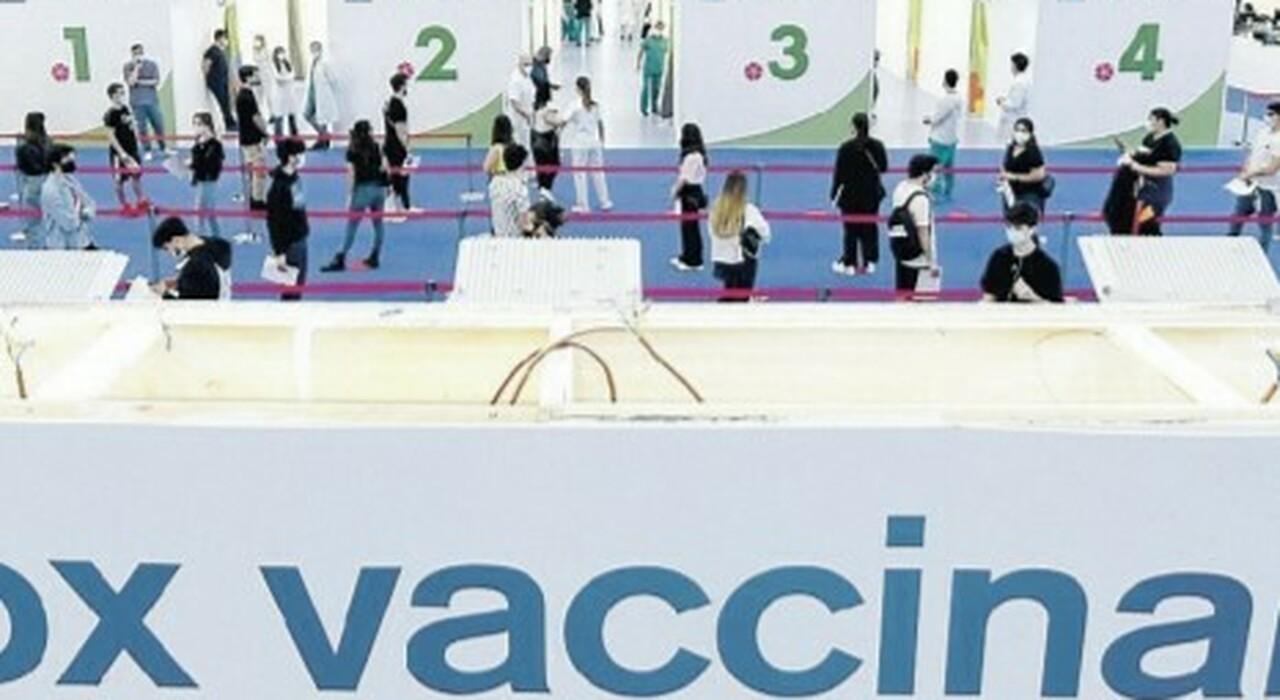 Vaccini, piano confermato ma Open day cancellati: prenotazioni dai medici