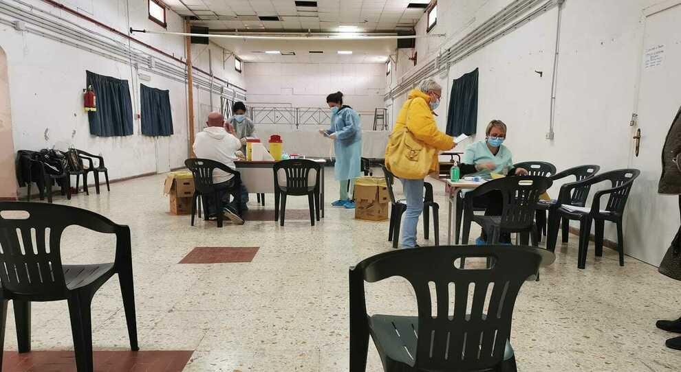 I locali dell'ex scuola media di Ponza in cui sono stati effettuati i test sierologici