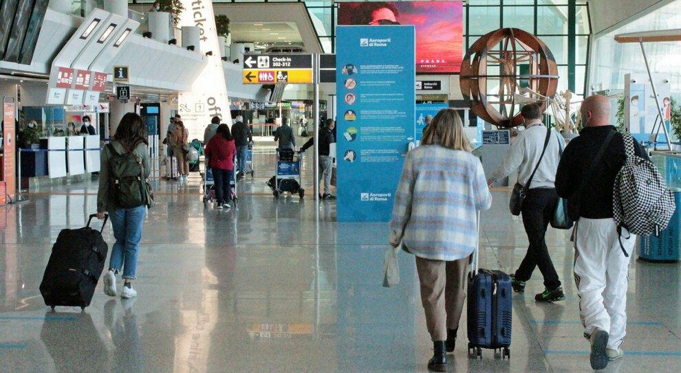 Covid e viaggi, le regole della Farnesina per andare all'estero (e le mete vietate fino al 30 aprile)