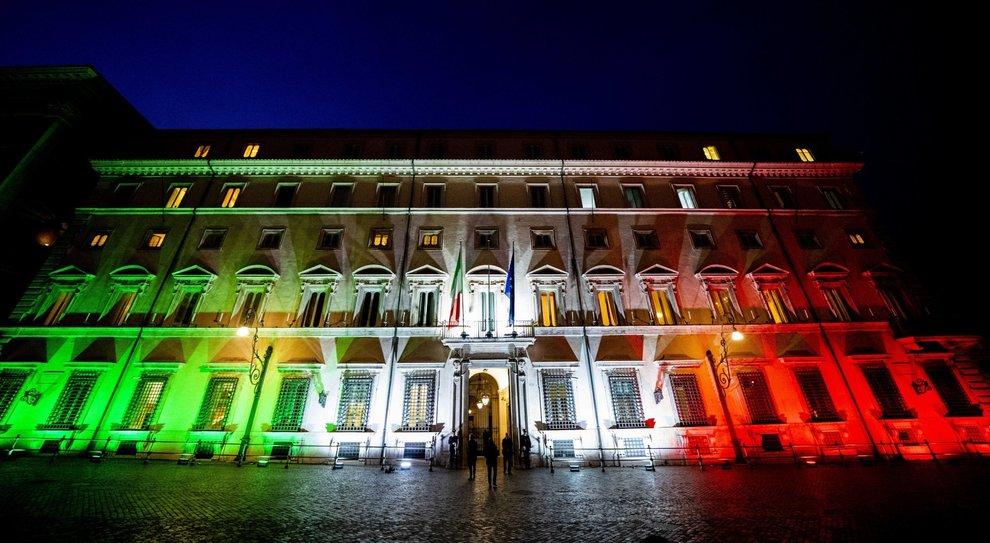 Coronavirus, Mattarella firma il decreto Cura Italia: fondo per Alitalia e rinvio referendum