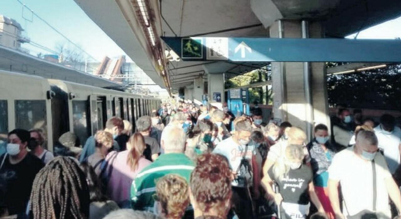 Roma-Lido senza treni, il piano di emergenza: «Bus sulla Colombo»