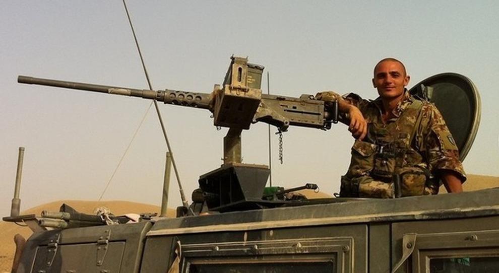 David Tobini a bordo di un mezzo militare (Lince) in Afghanistan, dove è caduto nel 2011