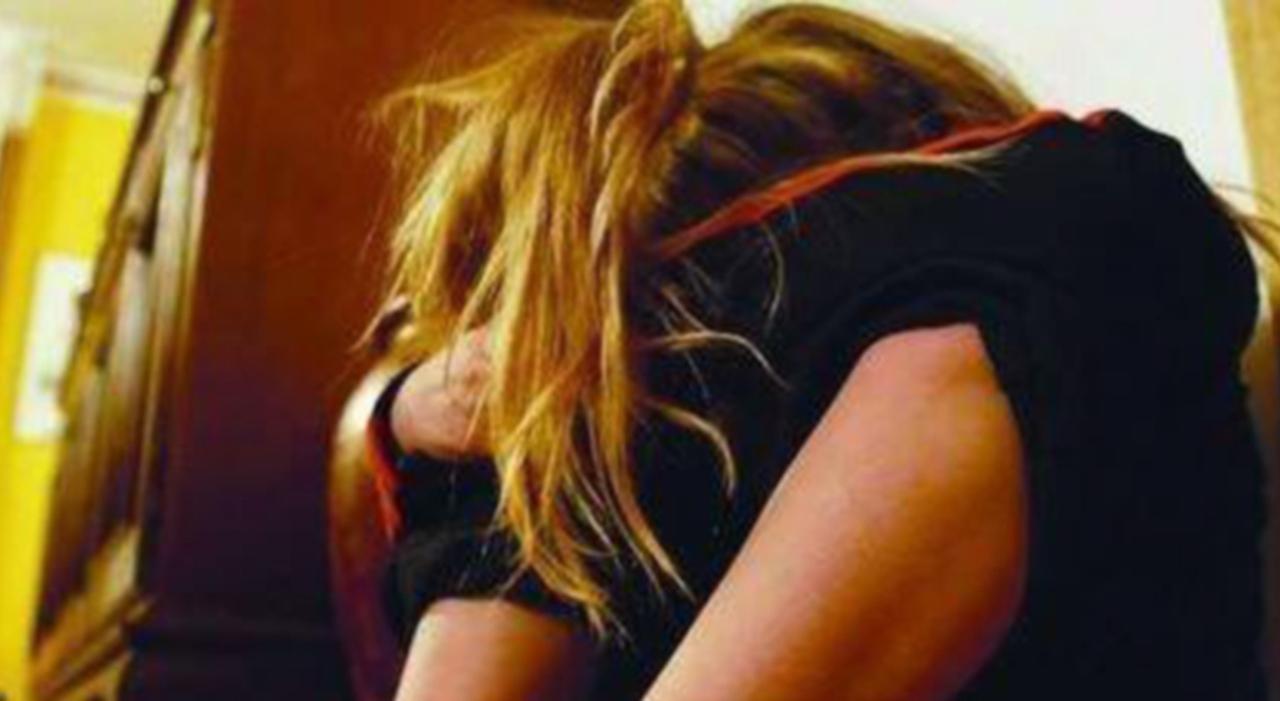 Hostess violentata in centro sul cofano di un'auto, 5 calciatori a processo a Mestre