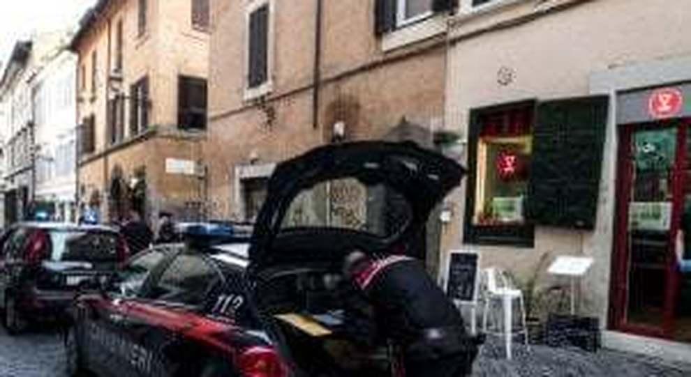 Roma, ospita turisti e li violenta: preso l incubo del social. L alloggio trovato con un app