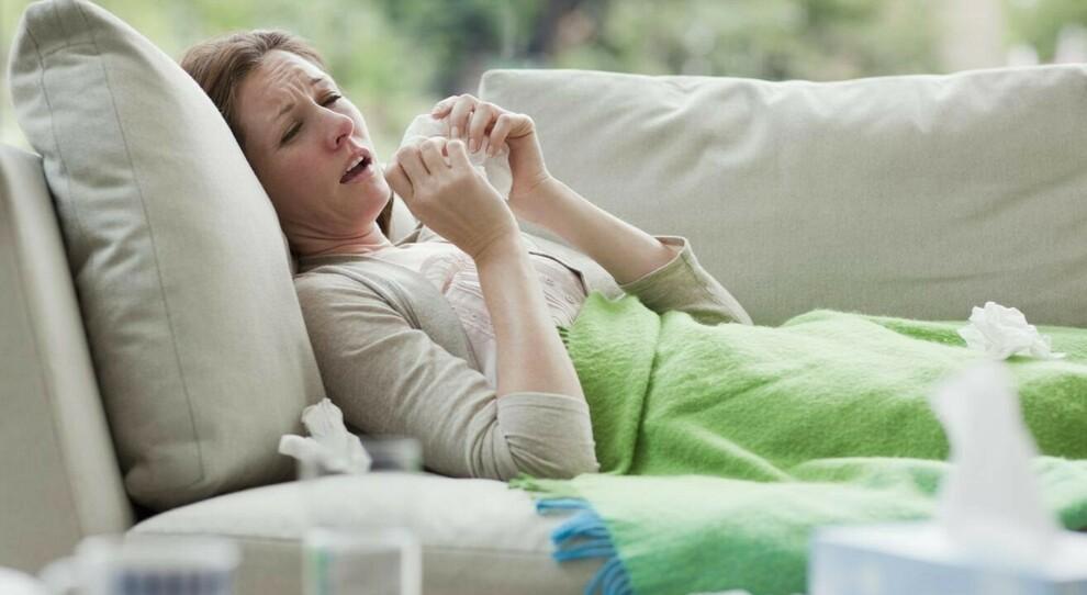Covid o raffreddore? I medici: «Decisivi febbre e certezza di essere stati vicini a un positivo»