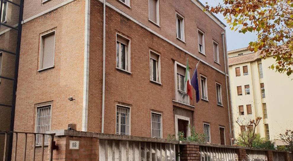 Rimini, dirigente Pa non dà a tutti i dipendenti il voto massimo: rivolta dei sindacati