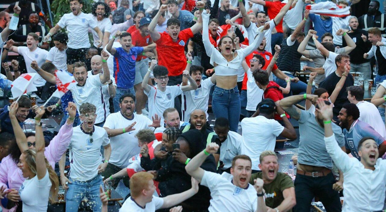 Covid, a Wembley è rischio focolai. Paura per la finale: in mille in viaggio dall Italia