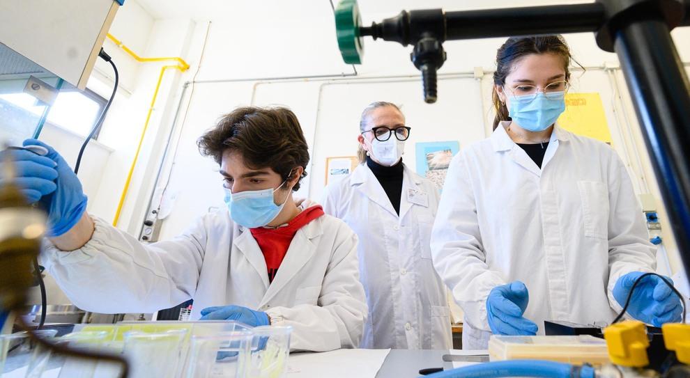Studenti in un laboratorio