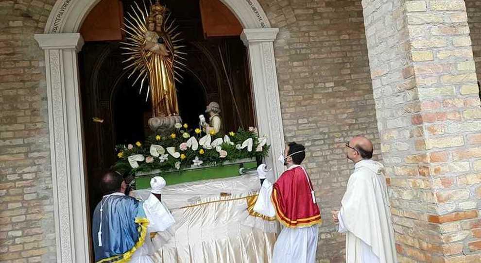 «La mia bambina miracolata dalla Madonna dello Splendore»: il coronavirus blocca la preghiera