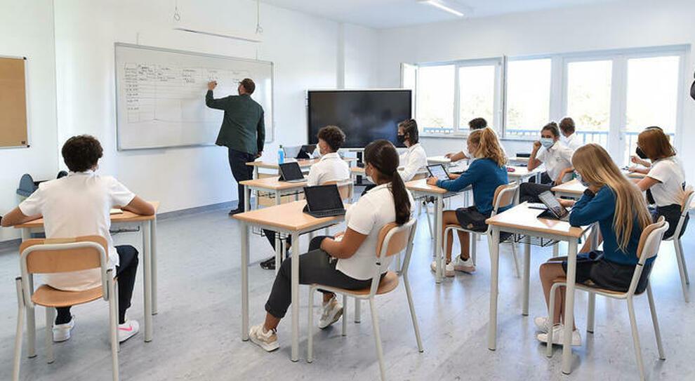 Scuola, nel Lazio oltre 10mila studenti contagiati: «Uno su quattro alle superiori»