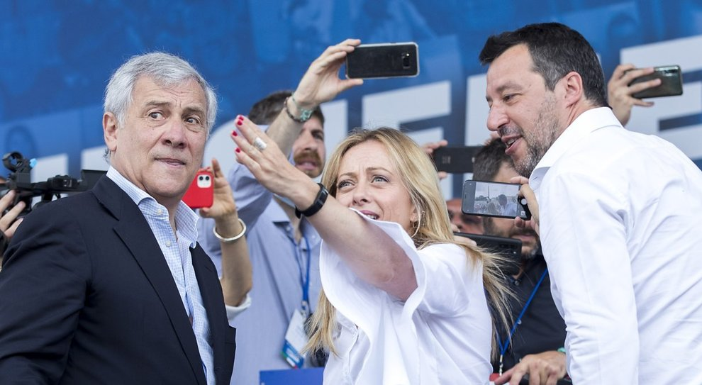 Salvini-Meloni-Tajani, quell'accordo sotto il palco: non parliamo di Mes