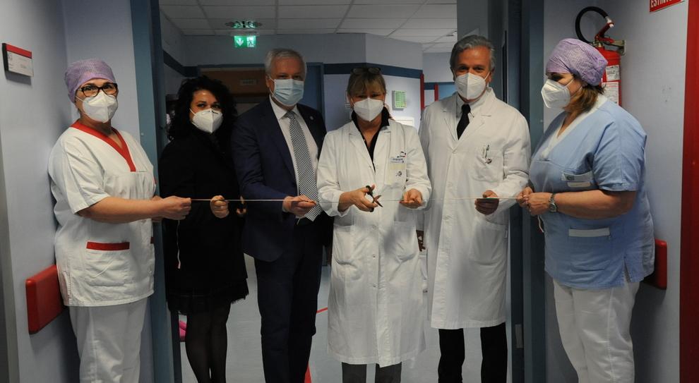 L'inaugurazione dei posti letto di terapia sub-intensiva nel reparto di Malattie infettive