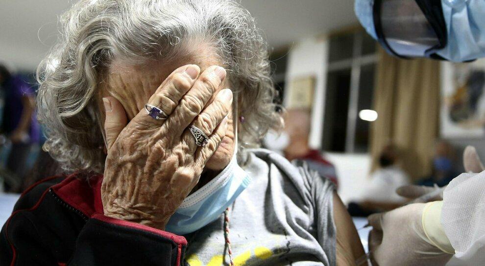 Covid, nel Lazio spuntano gli over 80 No Vax: sono 20 mila