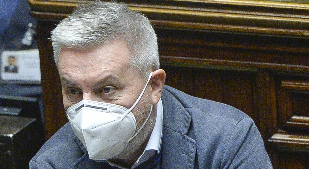 Vaccini Covid, il ministro Guerini: «Campagna di trasparenza per convincere gli italiani»