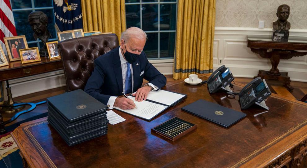 Joe Biden, dallo Studio Ovale scompare il pulsante rosso di Trump: ecco a cosa serviva