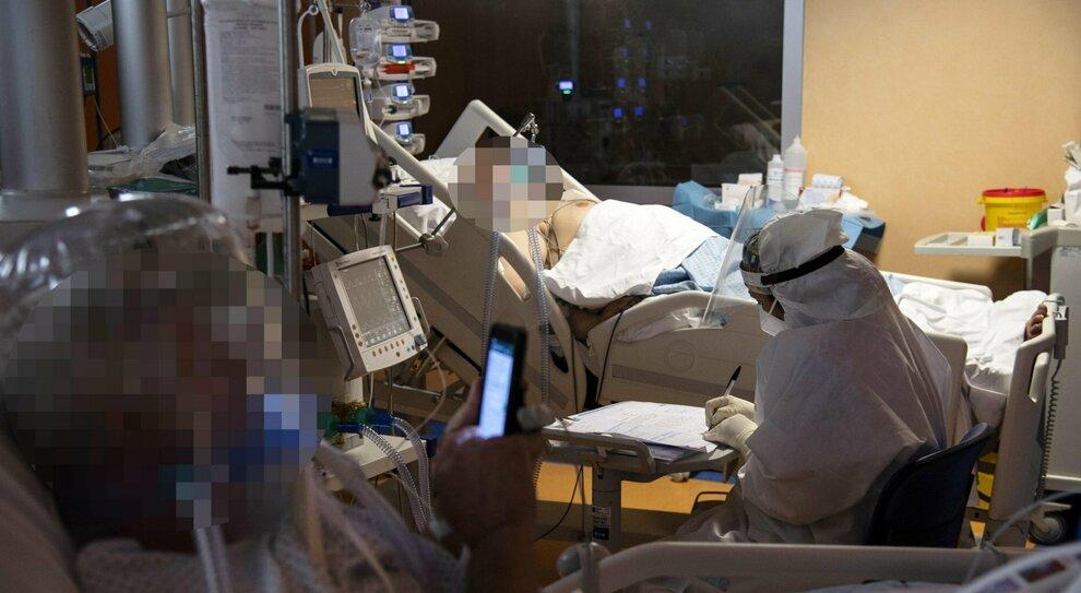 Appello dei medici a Conte: «Pensiamo a tutti i malati non Covid»