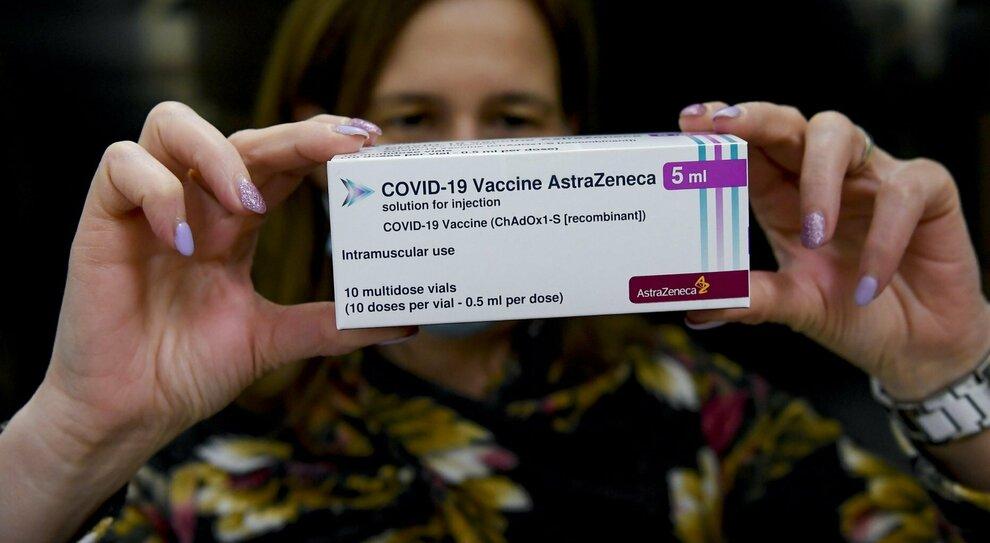 Vaccino Astrazeneca a under 55 senza patologie: priorità a personale scolastico- universitario e forze armate