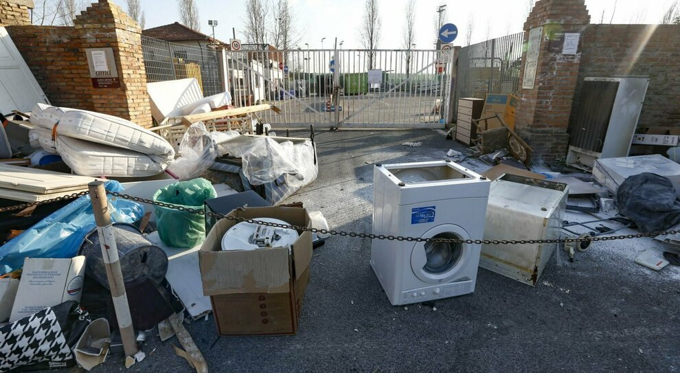 Roma, «Ama, buco da 250 milioni», ora Raggi accusa gli ex manager