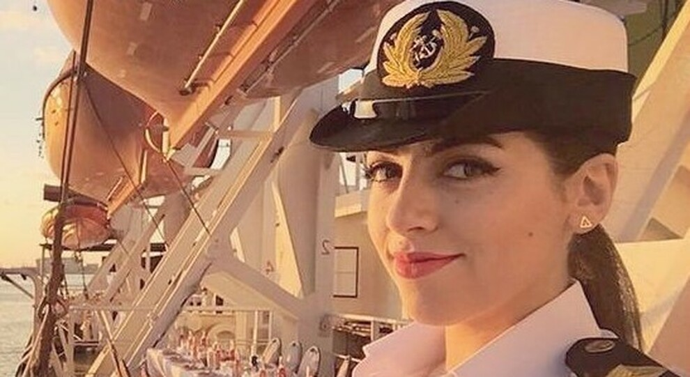 Suez, la prima donna capitano di nave accusata di aver bloccato il canale: «Notizia fake, invidiosi del mio successo»