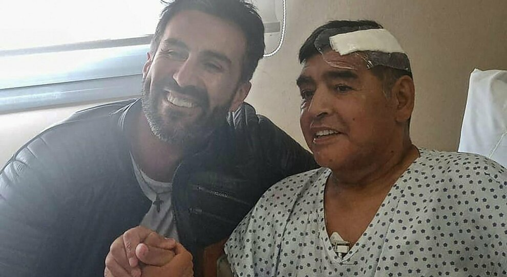 «Maradona era in astinenza, è caduto e ha battuto la testa». Le testimonianze delle figlie e dell'infermiera