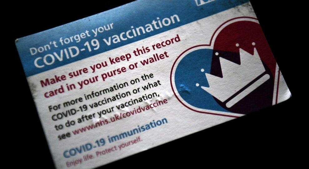 Vaccino, lo studio inglese: si cercano volontari che hanno ricevuto Pfizer o AstraZeneca per il richiamo con Moderna o Novavax