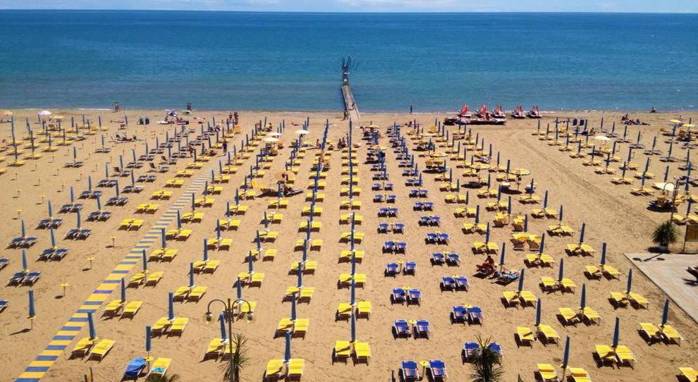 Estate 2021, vacanze in hotel a prezzi stracciati: camera per due a 45 euro colazione compresa