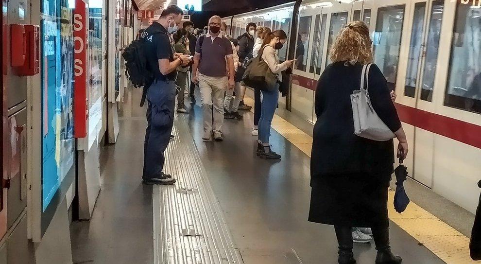 Coronavirus, bus e tram senza controlli e i mezzi tornano affollati
