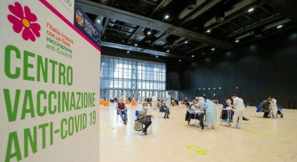 Prenotazione vaccini Lazio per i 64-65enni (nati 1956-1957) da mercoledì 7 aprile
