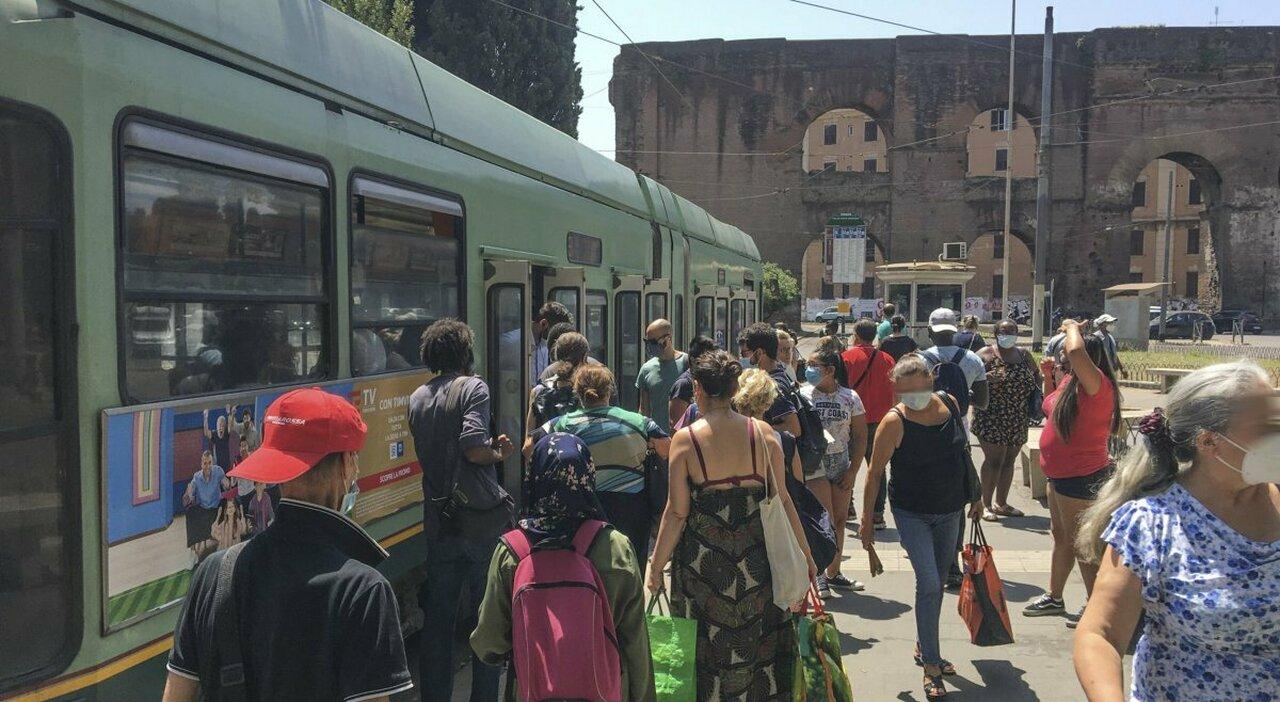 Tram di Roma, guasti e binari da sostituire: circola solo un mezzo su due