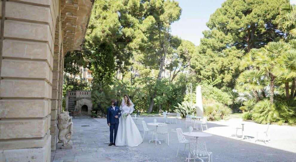 Matrimoni all inglese : 30 invitati, tavoli da 4 e buffet monoporzione