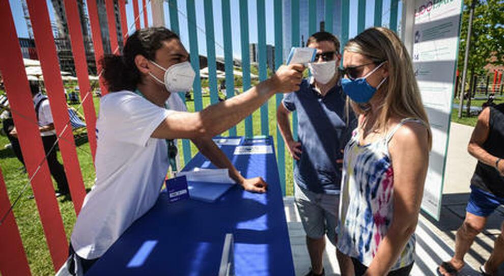 Ippolito (Spallanzani): «Giusto vaccinare i giovani, maggiori diffusori Covid»