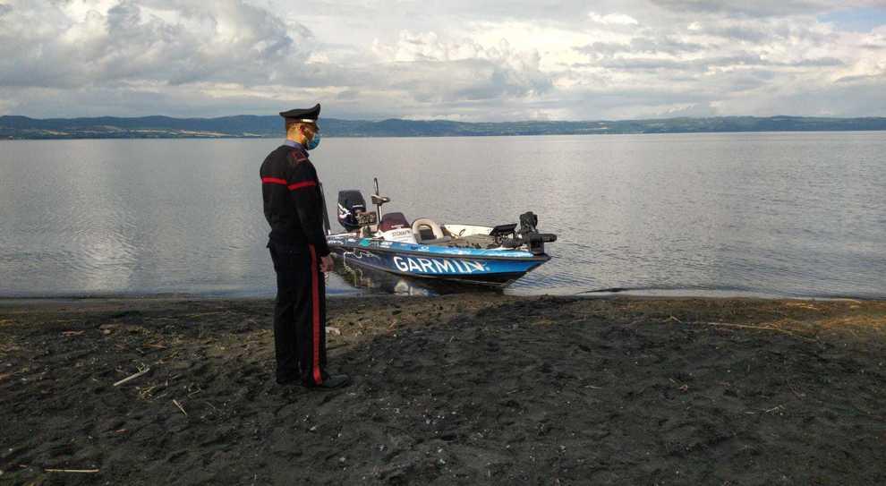 La barca recuperata sul lago