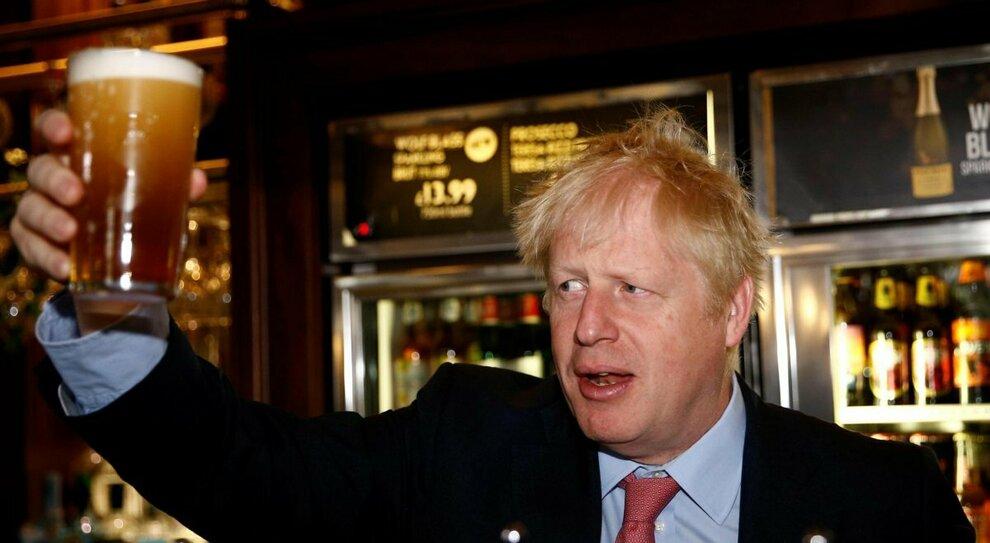 Gran Bretagna esce dal lockdown. Johnson: «Dal 12 aprile anche io al pub. Viaggi? Troppi rischi»