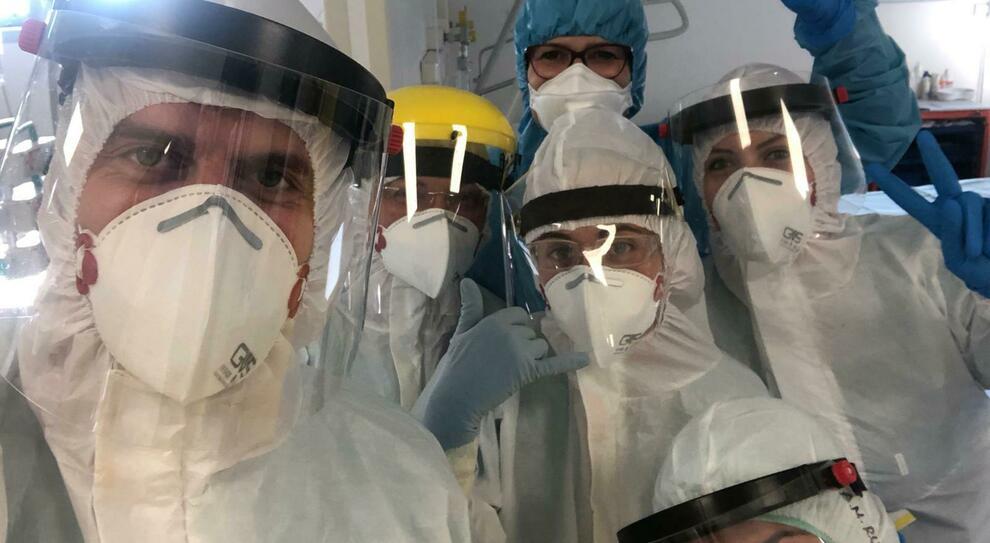 Coronavirus, infermiera denuncia: «Io, infetta per mancanza di mascherine. Ho infettato mio padre, che poi è morto»