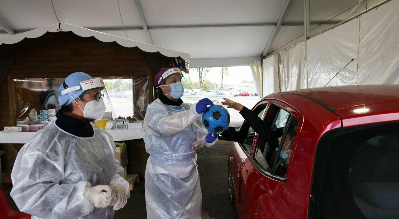 Vaccino, crollo dei contagi sul lavoro dopo la campagna di immunizzazione: il report dell'Inail
