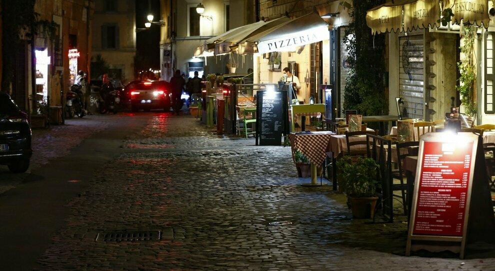 Coprifuoco a Roma, i ristoratori: «Saremo costretti a chiudere». E alcuni già eliminano la cena