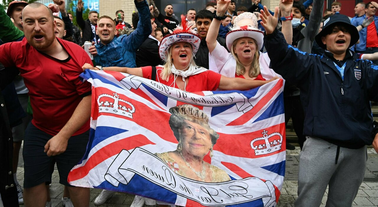 I tifosi inglesi a Roma: «E saremo allo stadio». Ignorati i divieti. Carte d imbarco non controllate