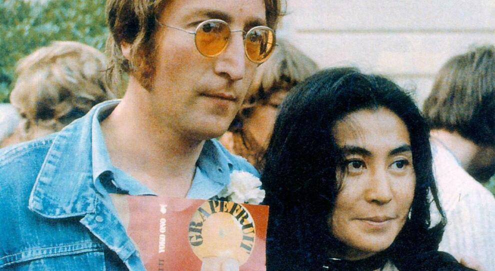 John Lennon, 40 anni fa la morte. Yoko Ono: «È un dolore senza fine, ancora non capisco perché sia finito così»