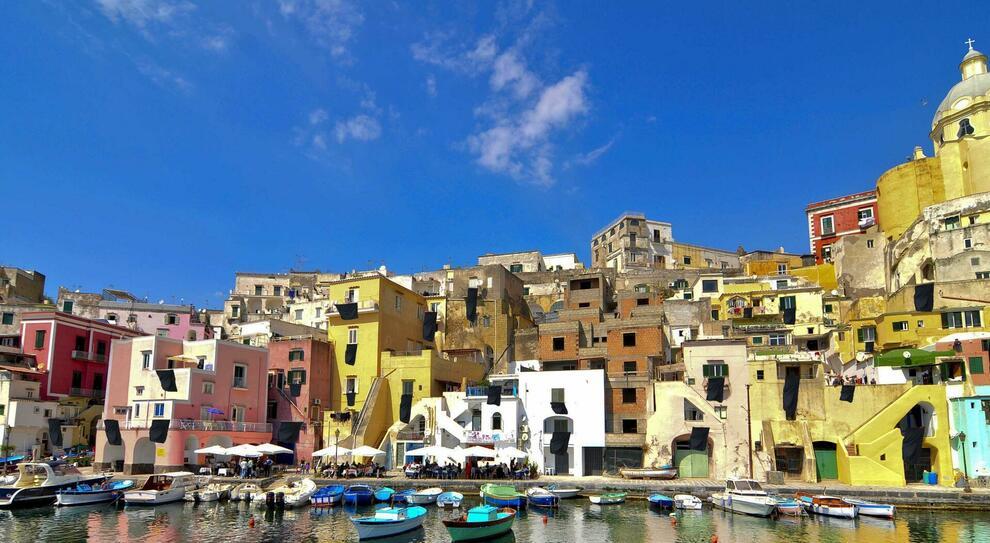 """Procida, dove si trova l' """"Isola di Arturo"""", ex sorella povera di Ischia e Capri"""
