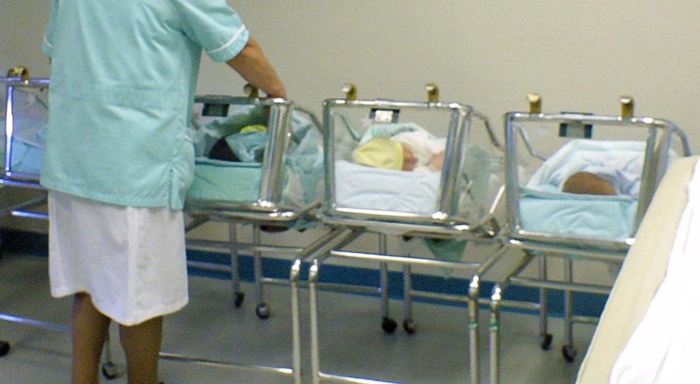 Covid, choc a Palermo: neonata positiva abbandonata in ospedale, caccia alla mamma