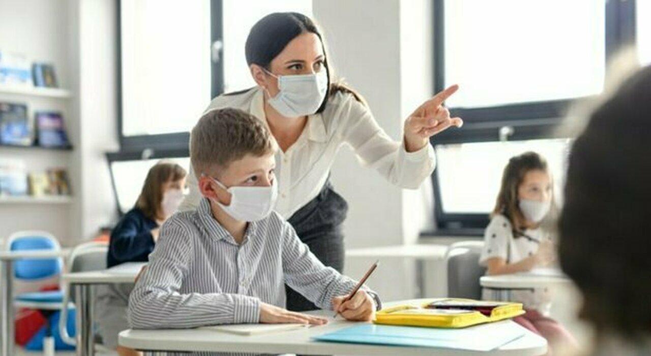 Profilassi agli insegnanti, obbligo su base regionale. Mascherina in classe