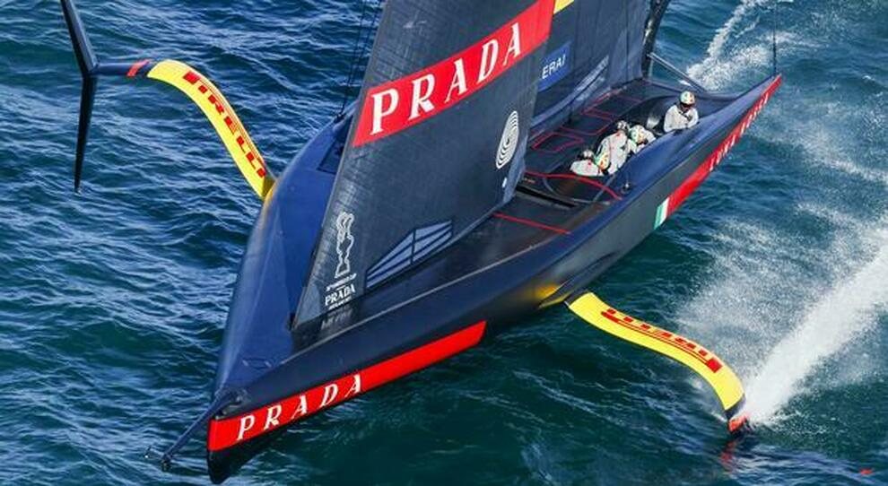 Luna Rossa Prada Pirelli e Emirates Team New Zealand é ancora pareggio: 3 a 3 nel match più combattuto dal 1983