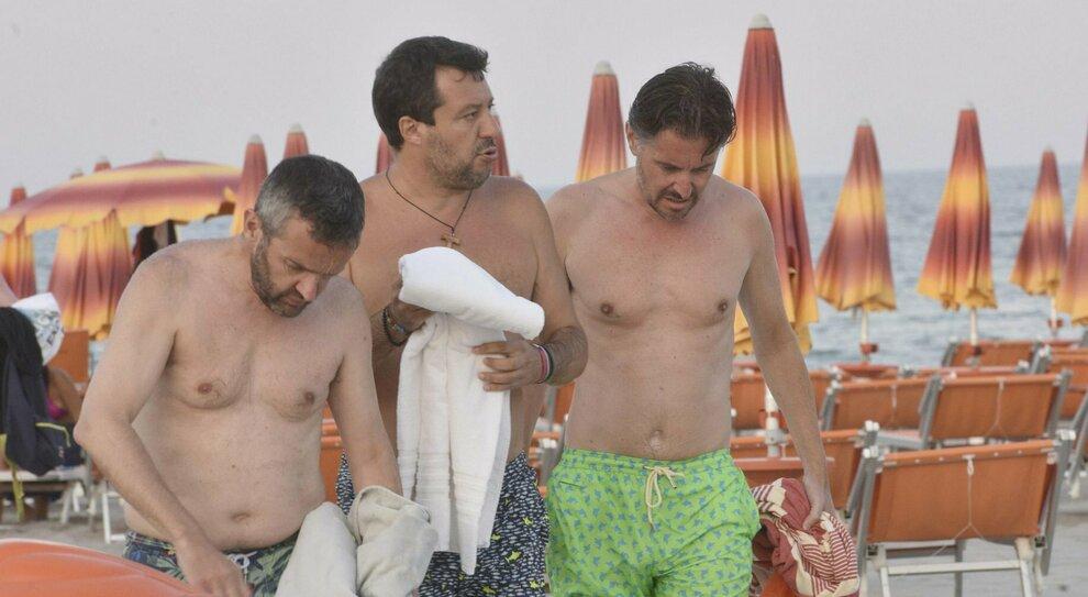 Salvini, ritorno triste al Papeete: «Ride bene chi ride ultimo. Renzi? Non gli parlerò mai più»