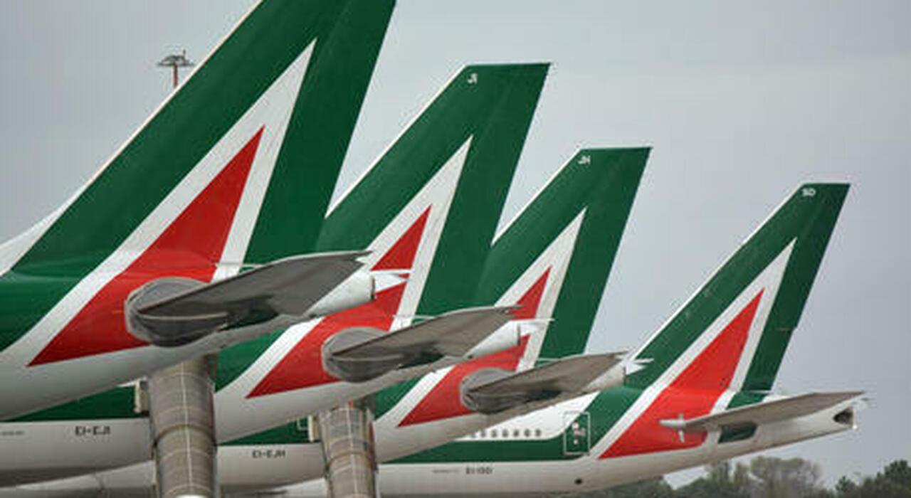 Ita-Alitalia, 700 milioni per i voli e il marchio ma anche Ryanair vuole il brand AZ