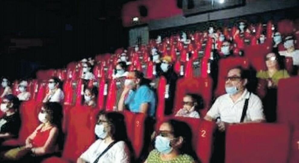 Teatri e sale, ripartenza flop: «Il coprifuoco ci danneggia»