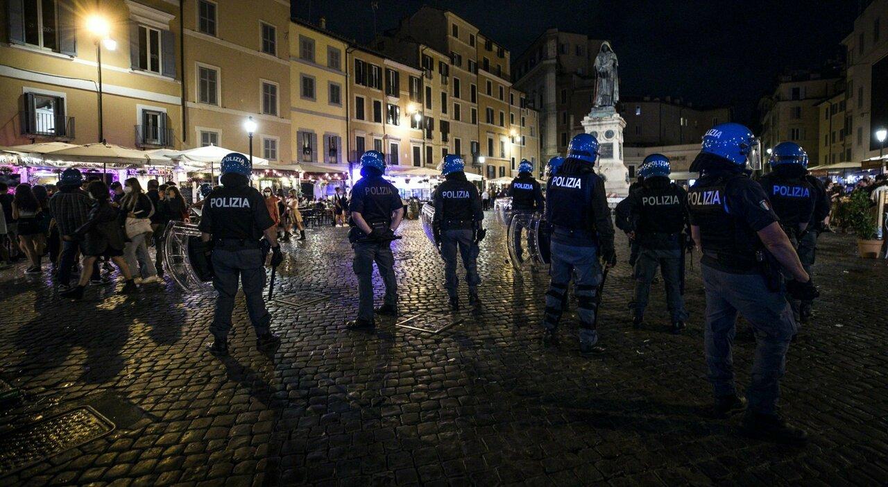 Roma, movida fuori controllo e guerriglia nelle piazze: Da San Lorenzo a Campo de Fiori è ondata di aggressioni