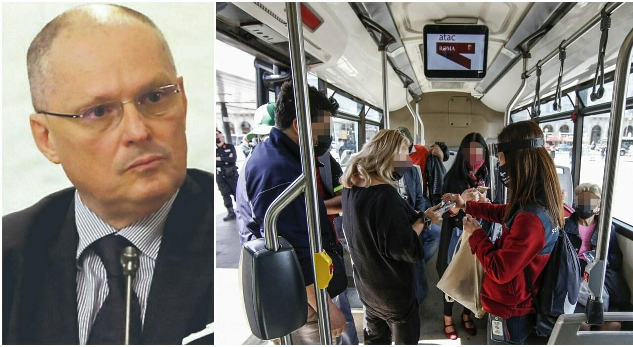 Green pass, Ricciardi: «Certificato da estendere anche a metro e autobus»
