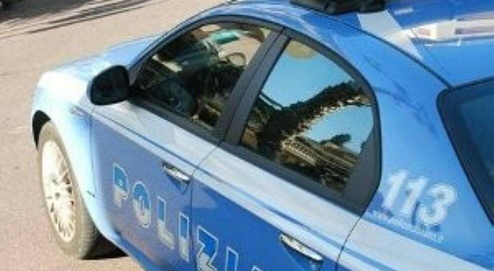 Roma, picchia la moglie e la minaccia di morte il giorno di Natale: figlia 17enne salva la mamma e fa arrestare il papà