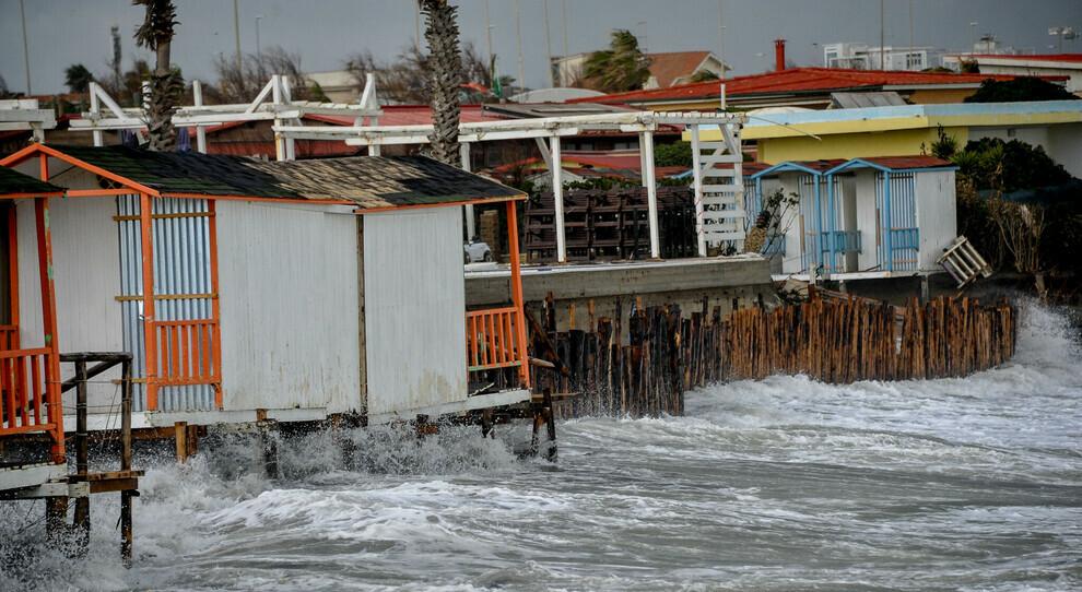 Il mare cancella la costa Ostia è all ultima spiaggia