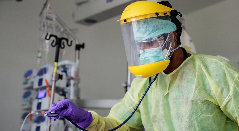 Coronavirus, polmoni, olfatto e sapori: le conseguenze post contagio. Si resta infetti anche per due mesi